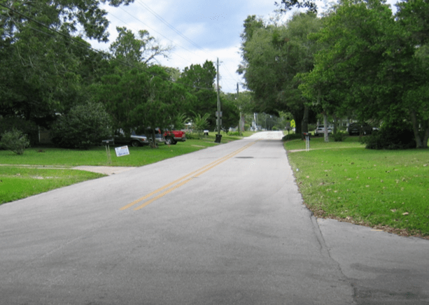 Photo of a stretch of road on Ravenswood Drive