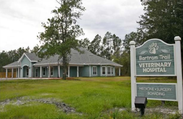 Photo of the Bartram Trail Vet hospital and signage with grass and trees surrounding the building