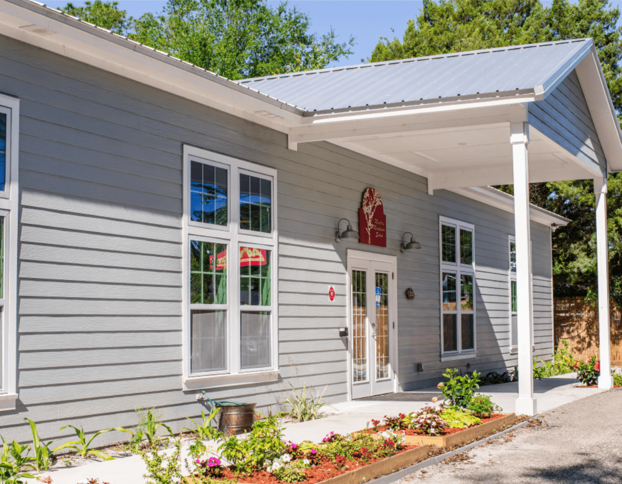 Outside view of the entrance to the Moultrie Montessori School