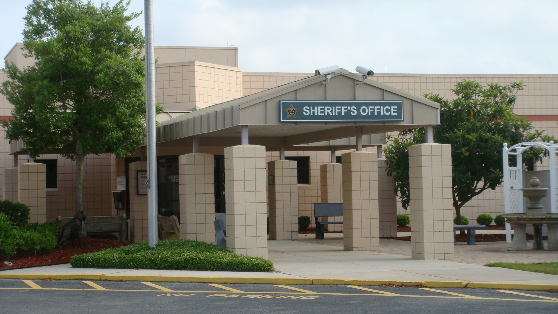 Photo of the entrance to the SJC Sheriff's Office